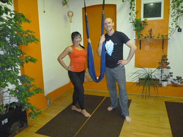 Aerial yoga tutor