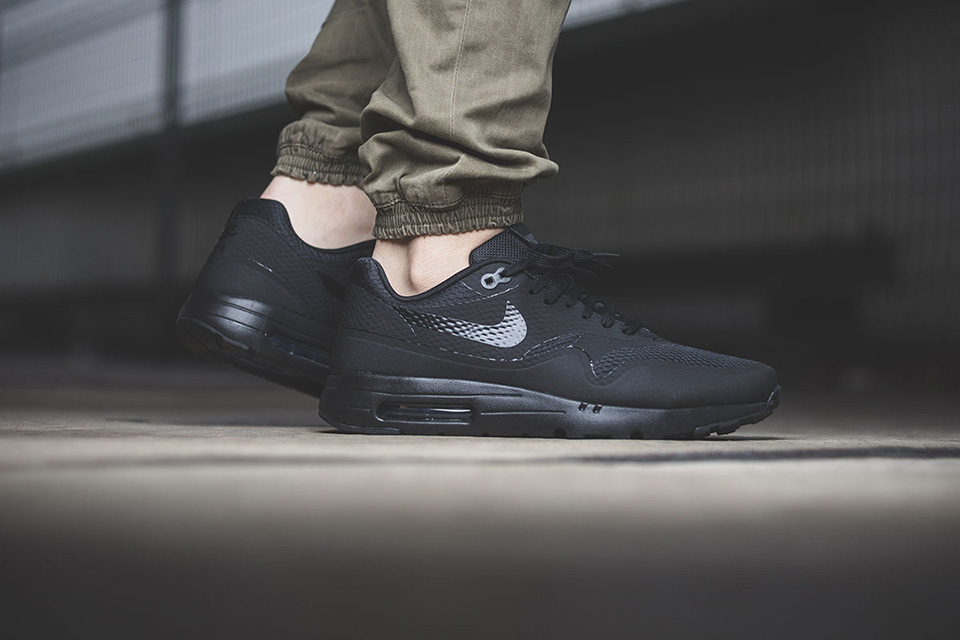 nike-air-max-1-triple-black-001