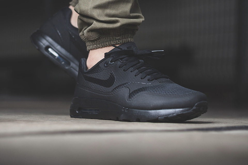 nike-air-max-1-triple-black-002
